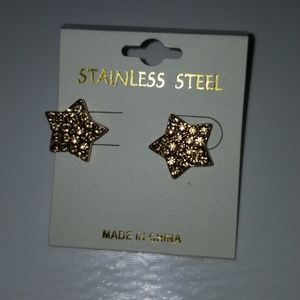 Jewelry - Gold studded star earrings
